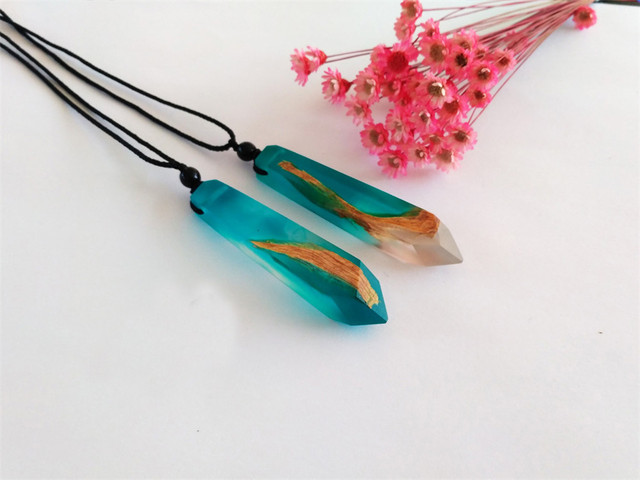 brixini.com - Natural Wood Hexagonal Crystal Column Necklaces