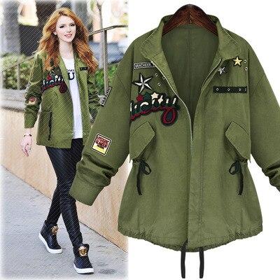 Зеленая куртка с вышивкой