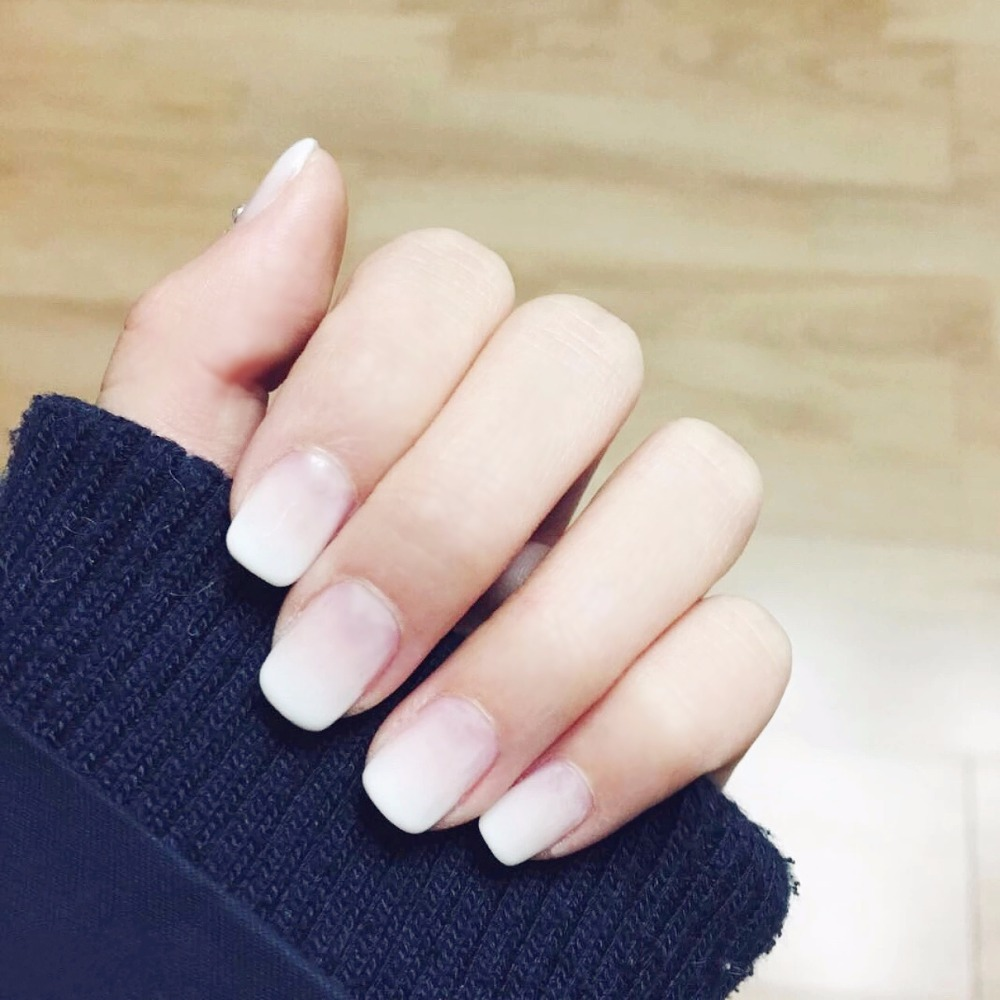 Purly gradual white pure color false nails 24pcs with glue elegant fake nails Japanese cute short size lady full nail tips Bride bracelet
