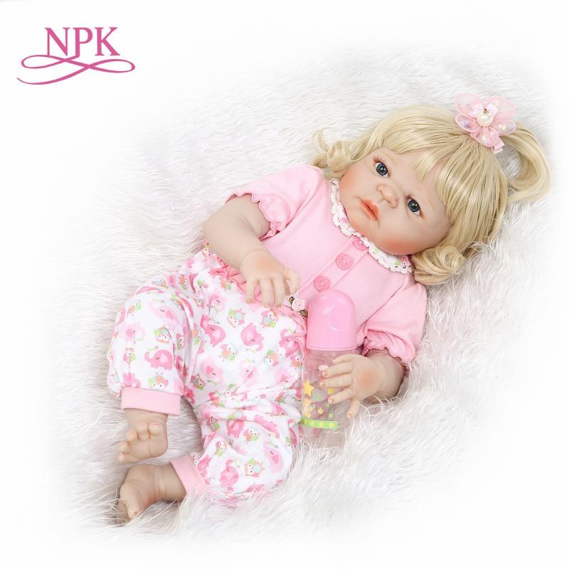 Oyuncaklar ve Hobi Ürünleri'ten Bebekler'de NPK 57 CM yeniden doğmuş bebek yumuşak gerçek yumuşak dokunmatik tam vinil bebek kız bebek yeni tasarım sarışın hediye çocuk Doğum Günü'da  Grup 1