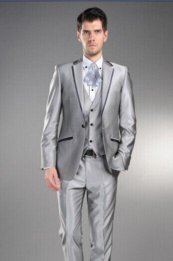 Argent Gris Marié Smoking Garçons D honneur Revers Cran  WeddingDinnerEvening Costumes Meilleur Homme Marié (Veste + Pantalon +  Cravate + Gilet) dans ... f99523336bb