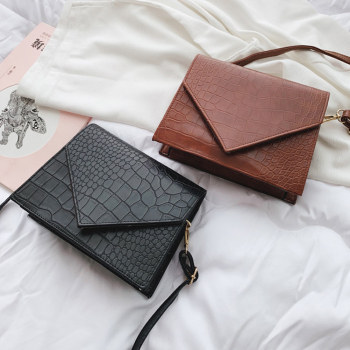 Vintage Leather Crocodile Pattern Crossbody Bags For Women 2019 Luxury Handbags Women Bags Designer Small Shoulder Messenger Bag famous brand designer women leather handbags candy color women messenger bags ladies crocodile pattern shoulder crossbody bag