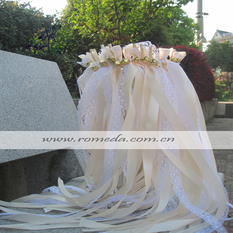 FREE SHIPPING 50pcs of Stye D LACE Wedding Ribbon Wands Cream Wedding Confetti Twiring Stream Ribbon Sticks Wands with Bells in Banners Streamers Confetti from Home Garden