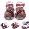 O envio gratuito de venda quente do bebê menino sandálias sapatas do verão das sandálias macias primeiros caminhantes para meninos 0-1 anos