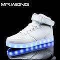 Homens marca lanterna de alta Top Sapatos Branco Preto VERMELHO 7 Cores sapatos luminosos LED brilho sapato masculino sapatos DD-63 recarregável USB luz