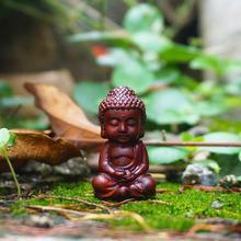 Миниатюрная статуэтка Будды, Будда красного дерева, маленькие статуэтки монахов сказочные Садовые принадлежности украшения для террариума
