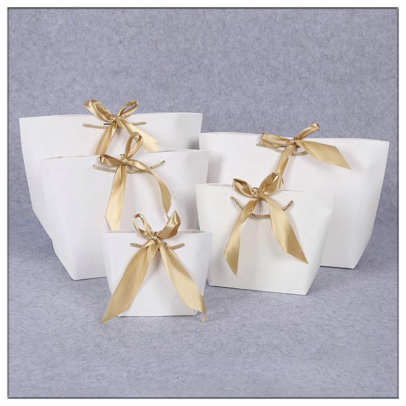 2019 New Arrival Wedding Gift Bags Large Size Box Pack Bag /Pajamas Clothes Packaging Gold Handle Paper Box Bags Custom Logo