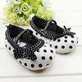 Menina bonito teste padrão de bolinhas de laços de calçados para meninas