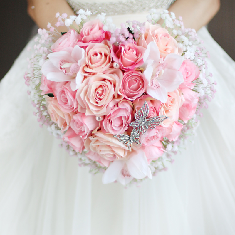 IFFO custom creative traditional pink pink orange tones bride wedding hand holding flowers heart-shaped Korean rose bouquet