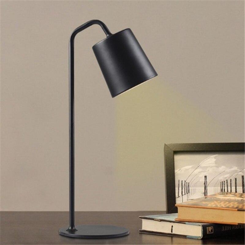 Nordic простой настольная лампа современный минималистский гладить мода спальня ночники офисные читальный настольные лампы