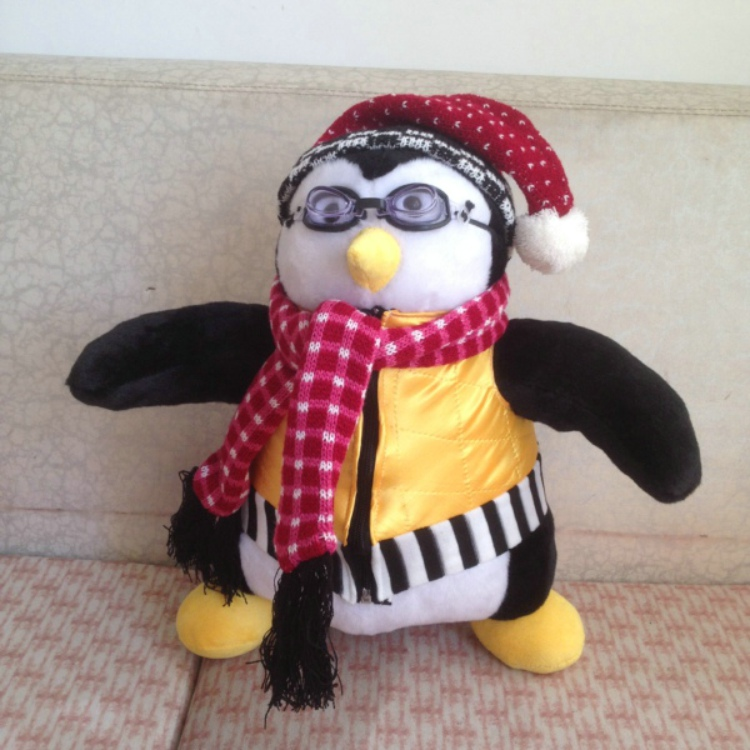 Presents Souvenirs 40cm Tv Show Friends Related Rachel Joey's toys HUGSY Plush toy PENGUIN Stuffed Doll with scarf vest glasses