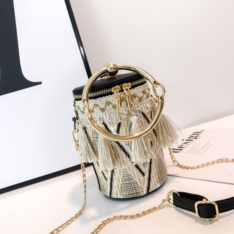 Tassel Shaped Straw Bags Ring Metal Handle Handbags Women Fashion Knit Bucket Mini Cylindrical Messenger Purses 5