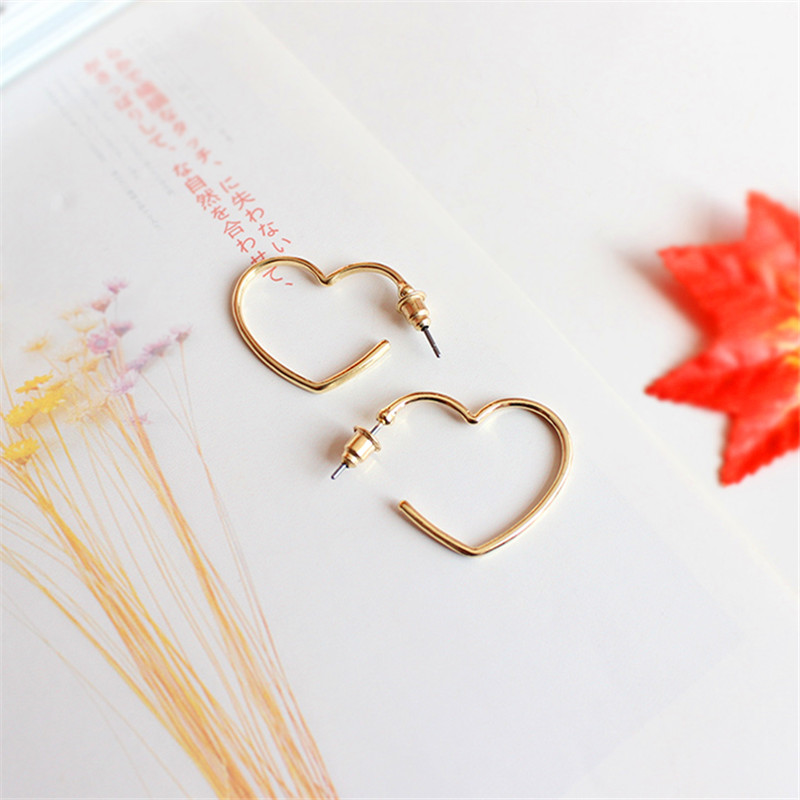 Act the role ofing is tasted Contracted joker temperament gold silver Love the earrings  Peach heart fashion earrin Exquisite