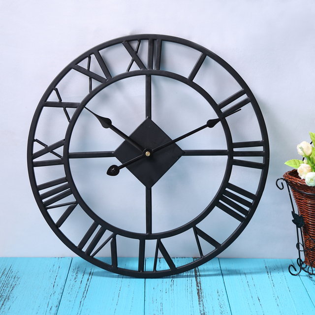 Vintage Black Iron Wall Clock Home Decoration Roman Numerals and Quartz Mechanism Clock Wall Hanging Decoration
