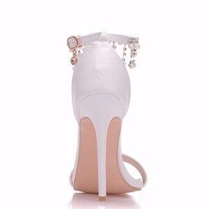 Image 3 - Kristal Kraliçe Kadınlar Zarif Topuklu Düğün Ayakkabı Kadınlar Için yüksek topuklu sandalet İnci Püskül Zincir Platformu Beyaz parti ayakkabıları