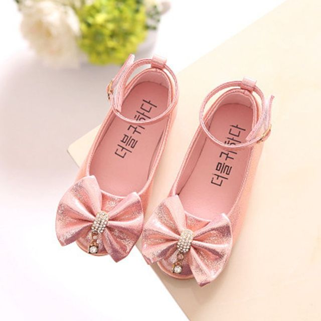 Aliexpress.com   Buy Fashion Girl Shoes Party Wedding Rhinestone Baby Leather  Shoes Bow Kids Shoes For Girl Princess Chaussure Fille Mariage TX361 from  ... 35b2e190510b