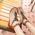 Летний пляж женщины стринги сандалии горный хрусталь Т ремень плоские туфли на каблуках богемной сандалии шлепанцы студент бисер монеты ретро обувь