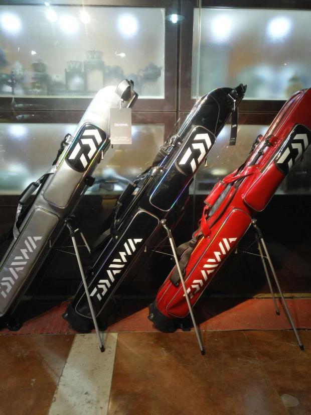 2018 NEW DAIWA Fishing Rod bag DAWA Two layers High-capacity Multi-function Wear-resisting light FishingBag DAIWAS Fishing gear