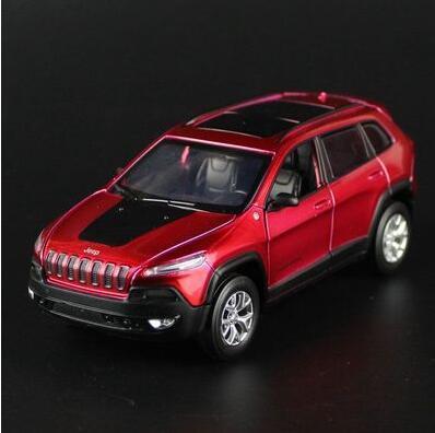 Jeep Cherokee 1:32 aleación diecast modelo de coche regalo del muchacho juguete Grand Cherokee SUV tire hacia atrás de sonido luz de coches De Lujo