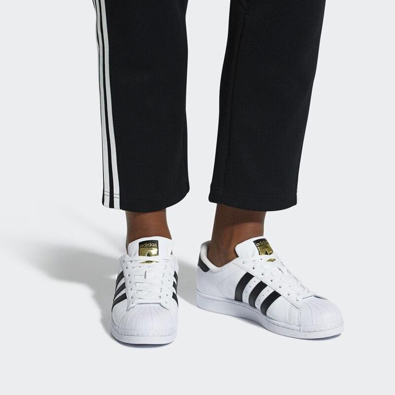 Adidas Officielles SUPERSTAR Femmes des Hommes de chaussures pour skateboard Sport baskets d'extérieur Low Top bonne qualité Classique Designer Plat