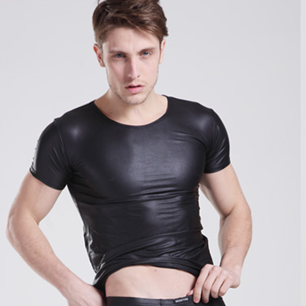 男性のセクシーなシャツ