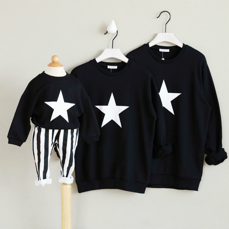 Свитер для всей семьи осень-зима теплые Пуловеры для женщин Удобные Хлопковые семейная одежда Отец, мать Детский свитер звезды черно-белой ... ...
