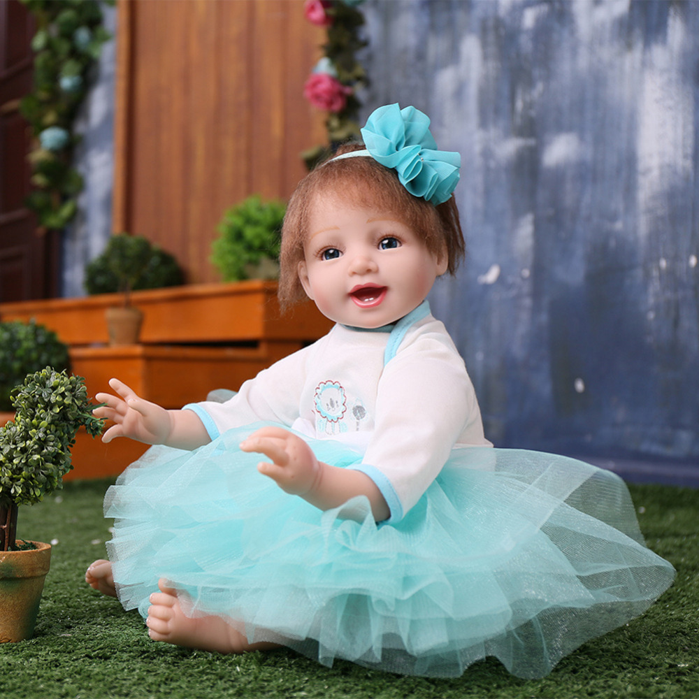 Bby Simulation Dolls Regenerated Dolls Wearing a Dress Reborn Lifelike Soft Rubber Baby Girl Doll with Cotton Filled Body scary lifelike soft rubber hanging bat toys pair
