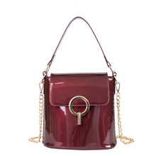цены 2019 Spring and Summer Fashion Patent Leather Women Shoulder Bag High Quality Chain Small Bucket Bag Luxury Atmosphere Women Bag