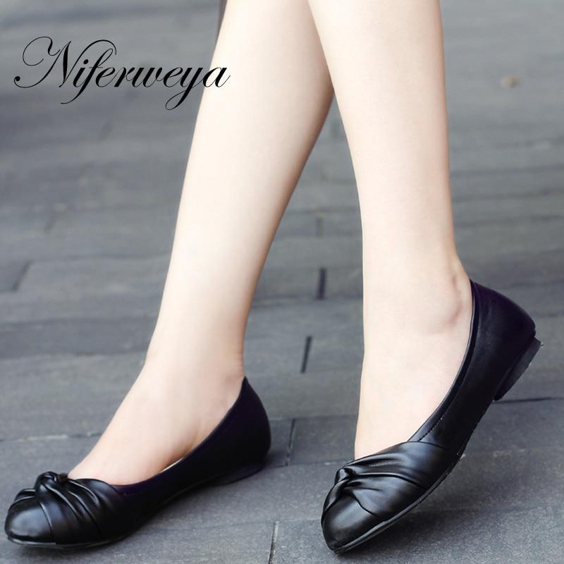 a914ee98ab2 Модные Демисезонные женские бабочки обувь сплошной Искусственная кожа с  бантом украшения квартиры Большие размеры от 31 до 43 Zapatos Mujer H09