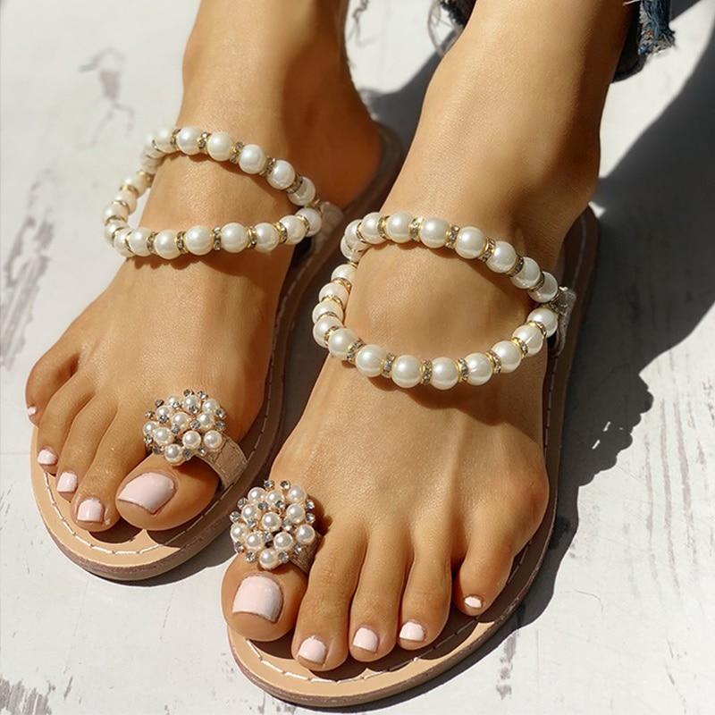 Женские Летние вьетнамки на плоской подошве с жемчугом; Модные женские шлёпанцы с зажимом; Женская Удобная Повседневная Уличная обувь