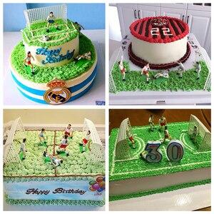 Image 5 - 1 סט כדורגל משחק עוגת יום הולדת טופר עוגת ילדים בובת צעצוע בית תפאורה כדורגל אפיית הקאפקייקס ספקי צד עוגת קישוט