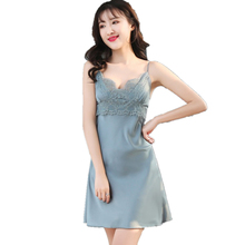 efdc45185 البسيطة باس النوم الأزهار ثوب النوم الحرير النساء عميقة V الرقبة الملابس  الداخلية سيدة نايتي مثير