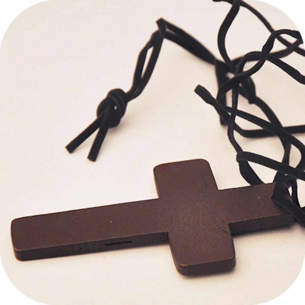 868d6f40cc5 Nuevo Retro hombres mujeres marrón placa Cruz colgante cristiano religioso  madera collar ajustable Cordón de cuero joyería en Collares de cadena de  Joyería ...