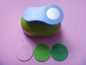 Image 1 - Miễn phí Vận Chuyển 2 inch Vòng Tròn Sóng EVA bọt bấm lỗ dùi giấy cho thiệp chúc mừng thẻ handmade TỰ LÀM scrapbooking craft punch máy