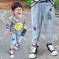 Niñas niños Jeans Pantalones 2016 Nuevo Diseño 2016 Otoño Coreana Conejo de Dibujos Animados de Algodón Niños Ocasional Pantalones Vaqueros Para Chicas Jeans Rasgados