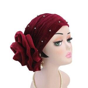 Image 5 - Helisopus 2020 mode femmes perlé velours musulman Turban chapeaux bandeau nouveau grande fleur perte de cheveux casquette cheveux accessoires