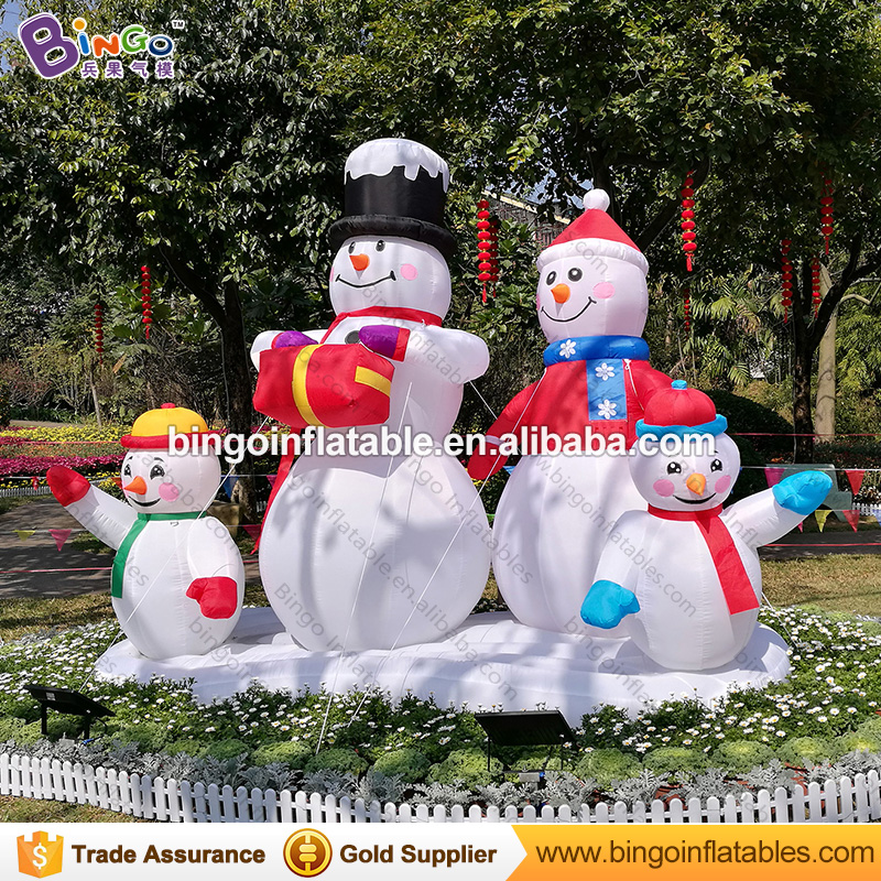 На открытом воздухе Рождество 3 м надувной снеговик 4 членов для дворе Высокое качество декоративные взорвать Снеговик Реплика Игрушечные л...