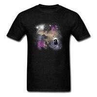 2018 Yoluyla Zaman ve Uzay Erkekler T-shirt Şık Doctor Who Police Box Erkek Kısa Kollu Siyah Tee Gömlek Karikatür Baskı