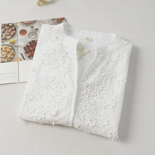 Pequeño bordado fresco del verano v-cuello corto manga de la camisa superior de