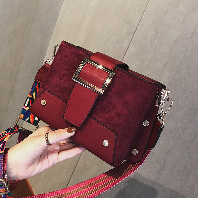 Shoulder bag female 2018 autumn new shoulder Messenger bag tide fashion wild wide shoulder strap simple casual small square bag 35