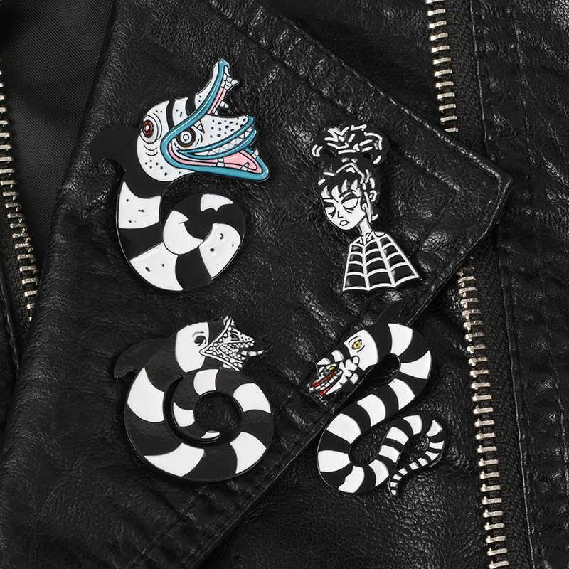 QIHE QH-GIOIELLI Beetlejuice pins collection Halloween perni del Risvolto Scuro Distintivi e Simboli Film Horror Fan Regalo Accessori Goth ragazze gioielli