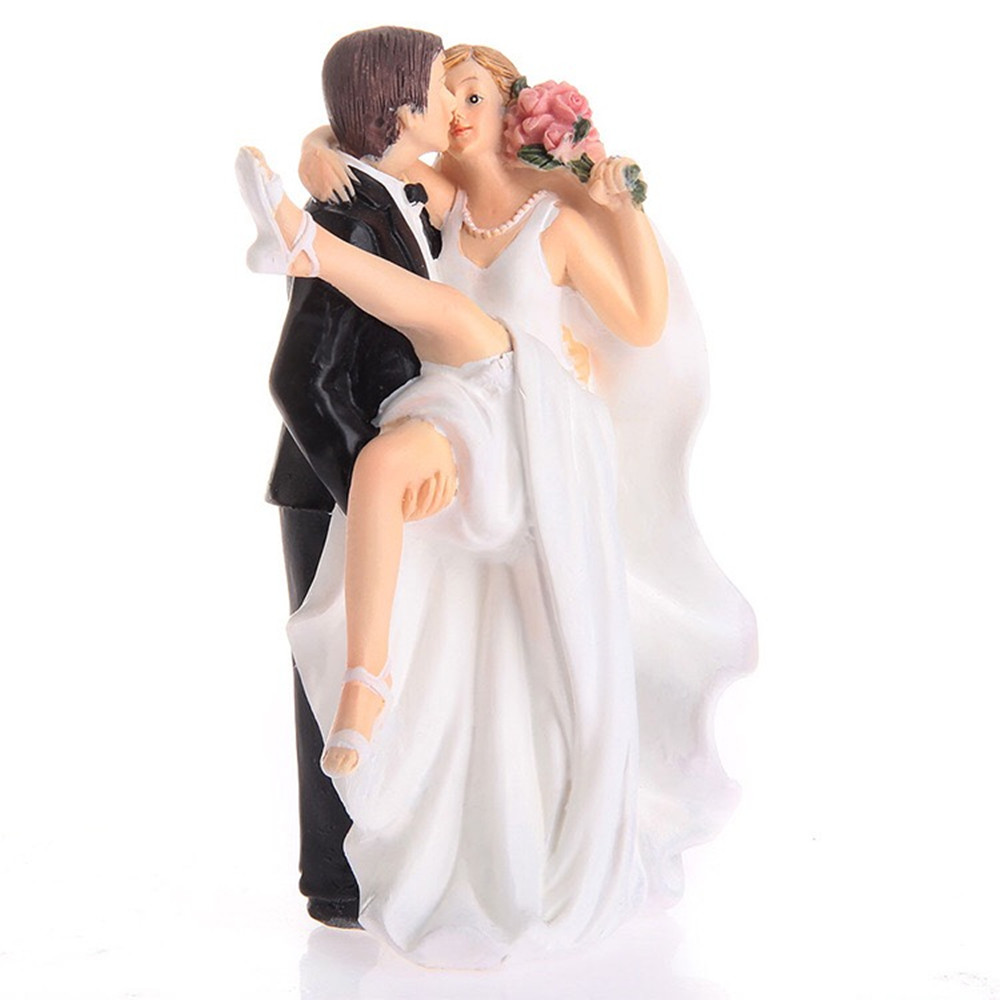 Wedding cake ornaments - High Quality Synthetic Resin Wedding Couple Bride And Groom Wedding Cake Topper Decoration Ornament Adorable