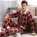 Мужчины пижамы зима 2017 осень мужской пижамы толщиной с длинными рукавами фланель гостиная набор отложным воротником коралловый мода