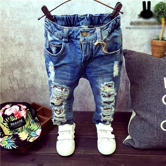 Niños Pantalones Rotos Agujero Pantalones 2016 Muchachas de Los Bebés Pantalones Vaqueros de Marca de Moda de Otoño 2-7Yrs Niños Pantalones Ropa de Niños
