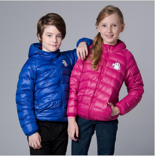 Nuevo Invierno niños niñas Baymax suave impresa con capucha de pato blanco abajo cubre la chaqueta acolchada niños de down parkas niños outwear abrigo