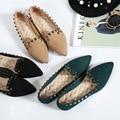 Европа И Соединенные Штаты 2016 Новая мода Обувь Плоским Заклепки глубоко Замши Вскользь Основные указал Плоские Обувь Женская обувь одного