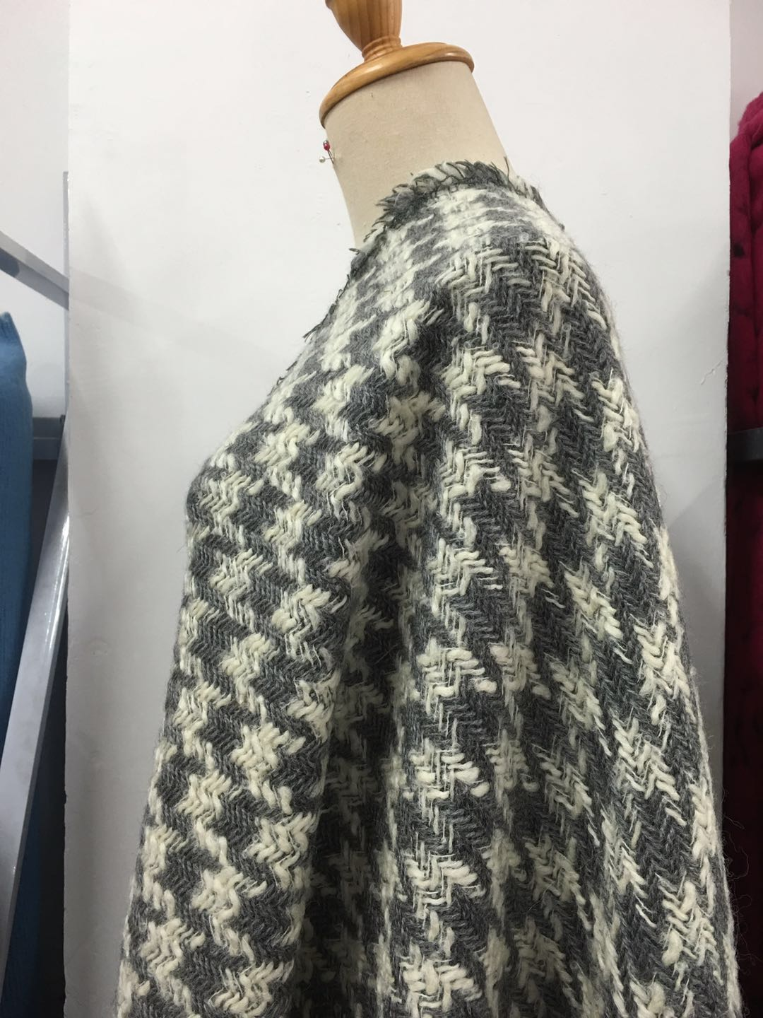 New 140cm wide knitted wool surface high grade Houndstooth woven wool fabric winter jacket fabric