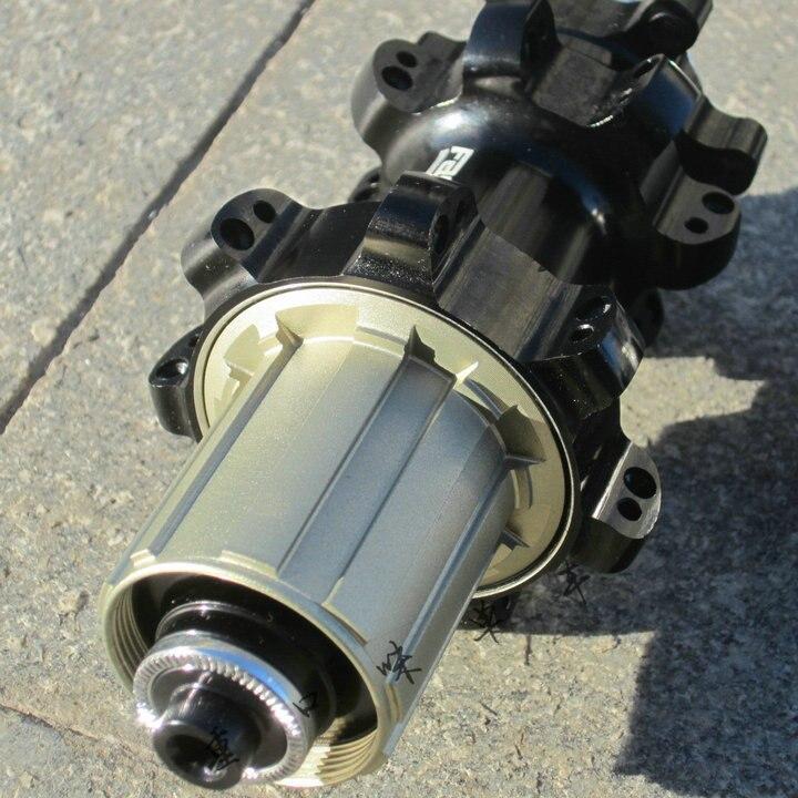 Moyeux de VTT à traction droite Fastace DA807 24 28 trous QR 15 12 142mm à travers les moyeux de vélo à essieu