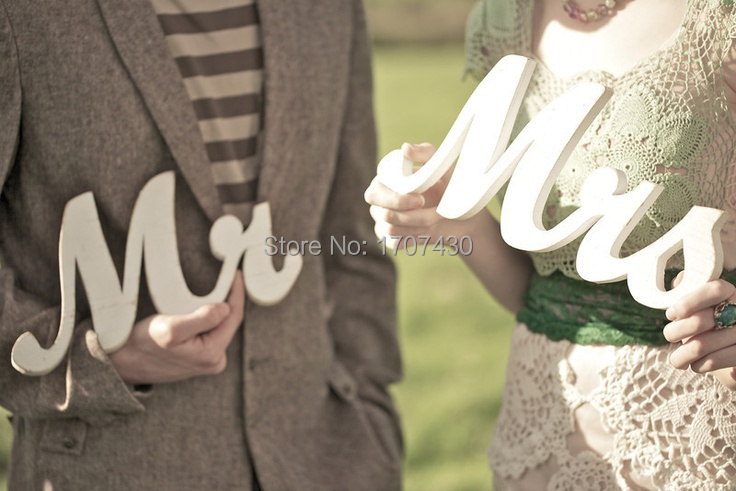 MR & MRS' Wooden Letters Freestanding wedding decoration Mr & Mrs - Home Decor