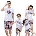Nuevo 2017 Verano de la Familia Mirada Trajes madre Niña padre Niño arropa sistemas white T shirt + shorts Pantalones de Graffiti